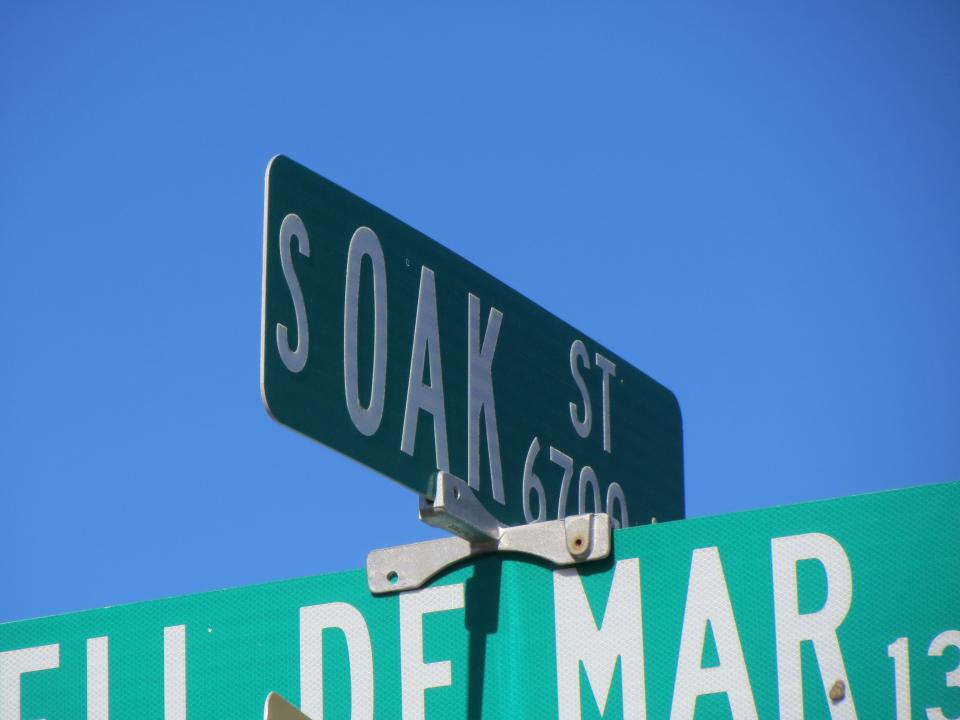 Image of South Oak street sign / Photo by Alberto Rios